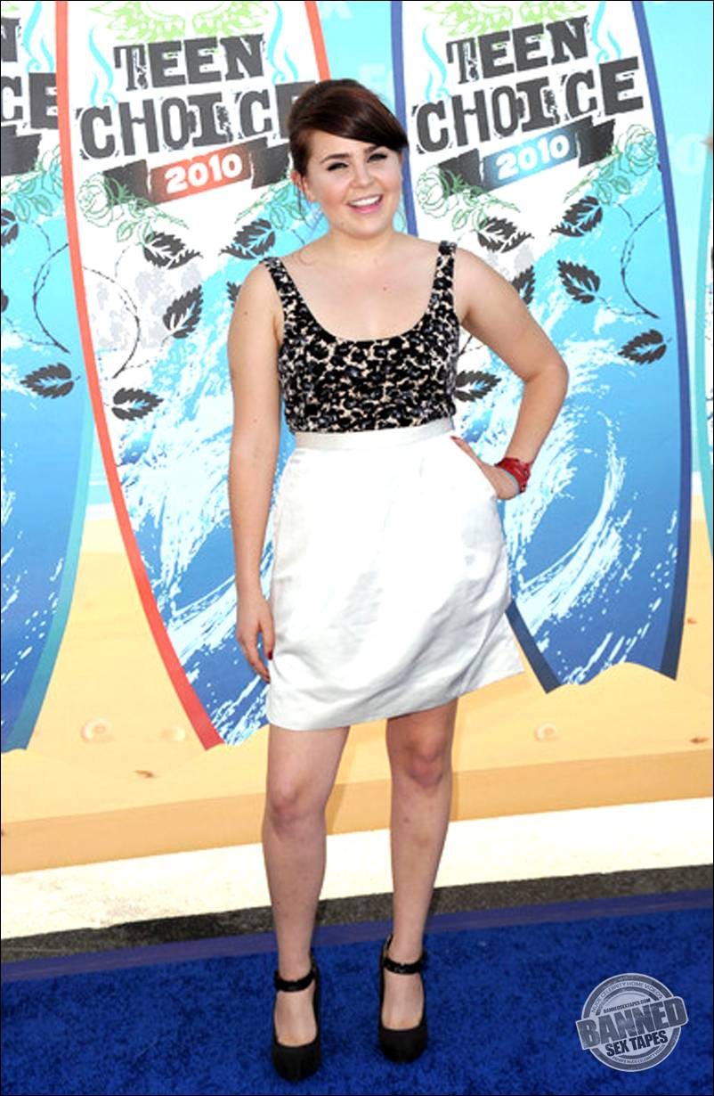 Mae Whitman Hot Pics Gallery