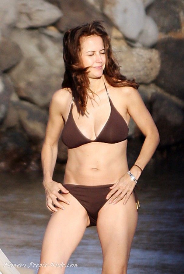 Check out these hot pictures of Kelly Preston and surf our free tour ...