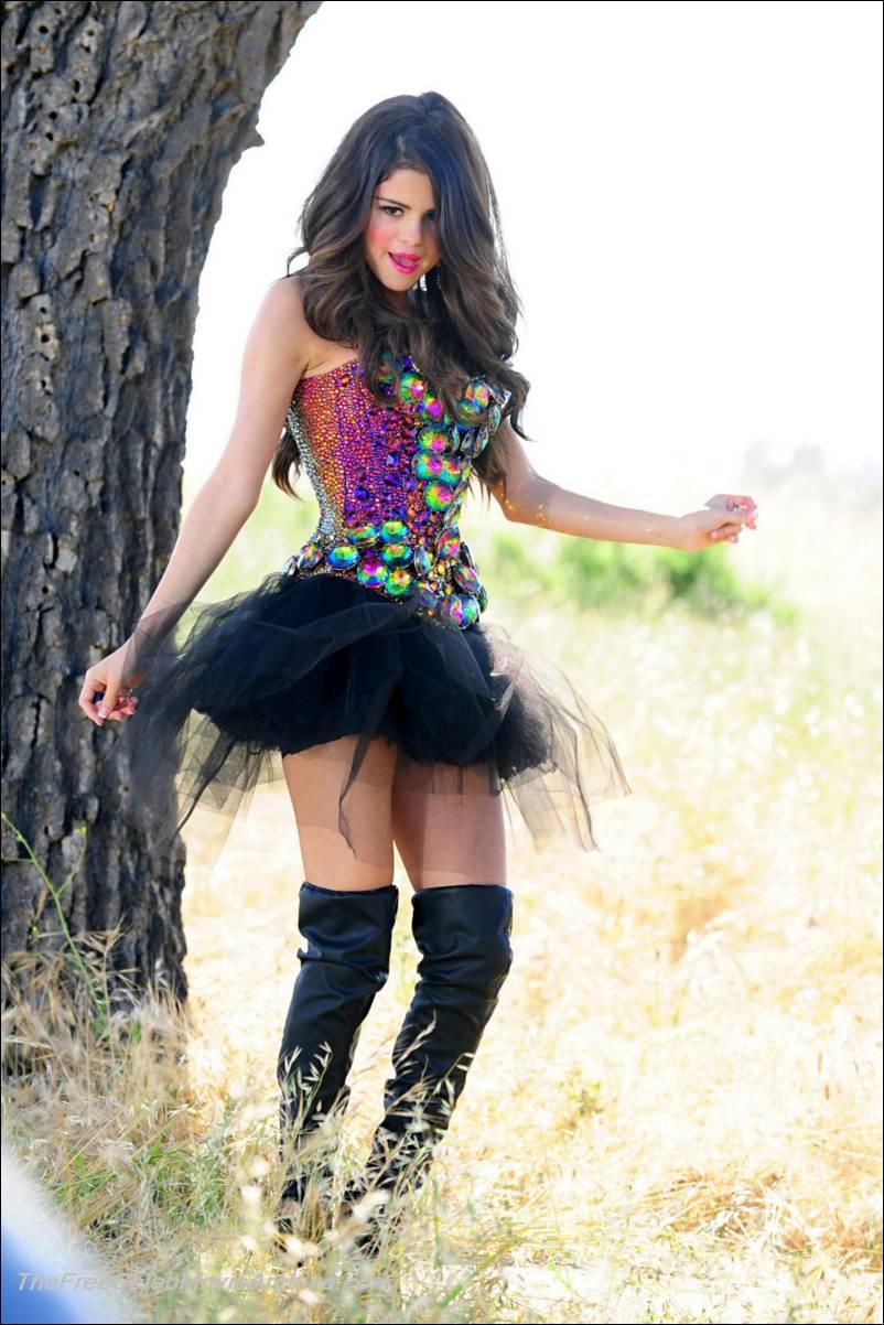 Selena Gomez Nude Pictures